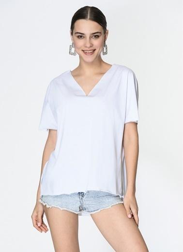 Loves You V Yaka Lazer Kesim Loose Fit T-Shirt Beyaz